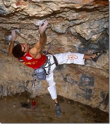 Dani Andrada climbing La Novena Enmienda at Santa Linya