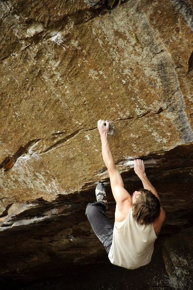"""Daniel Woods attempting """"Lost In The Hood"""" (V14)"""